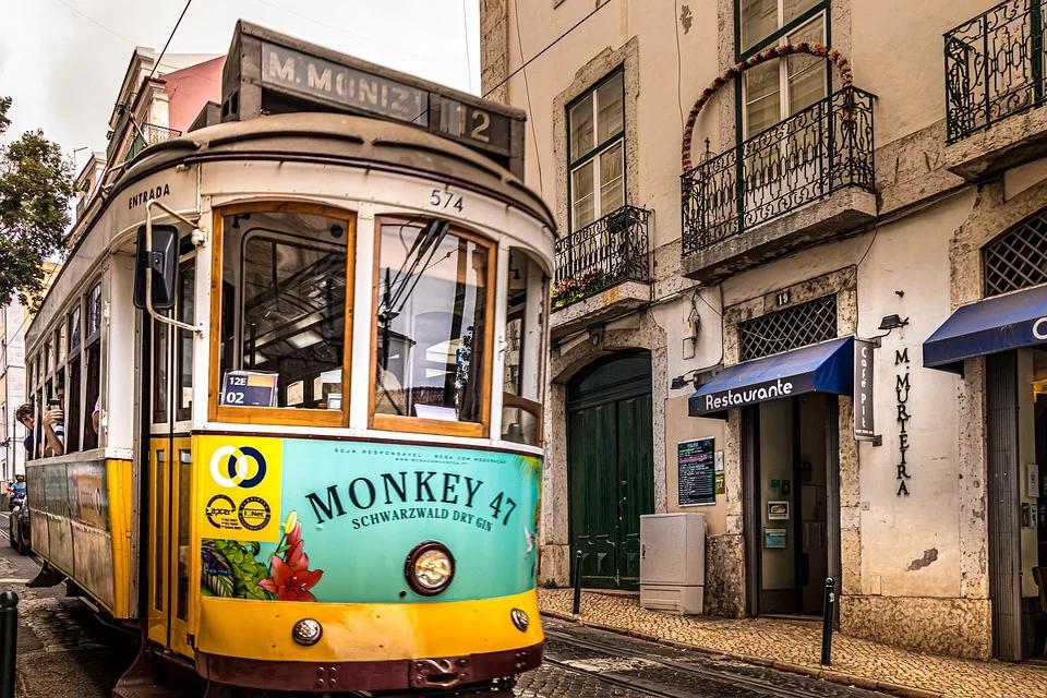 visit-lisbon-tram18